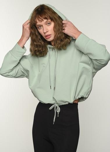 People By Fabrika People By Fabrika Büzgü Detaylı Kapüşonlu Kadın Sweatshirt Yeşil